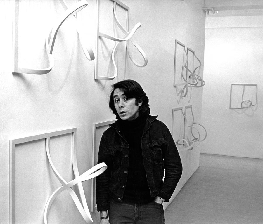 Garth Evans with Frames (Echoes), 1971-1974, installed at the Rowan Gallery in 1974.