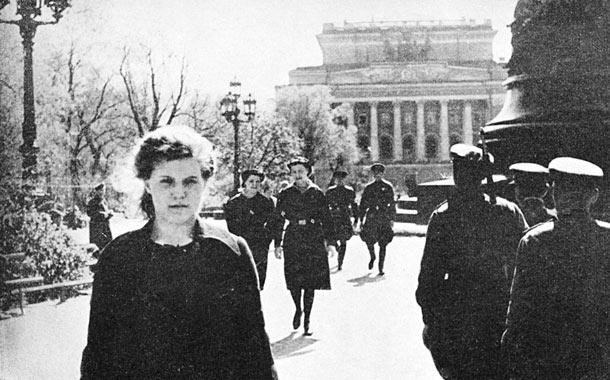 Leningrad, Alexandrinka Square